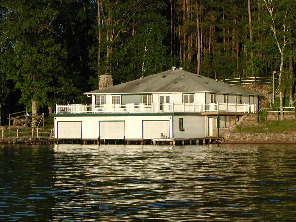 Minocqua Pontoon Cruises, boathouse on Lake Minocqua